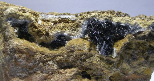 Image:541_goethite_les_redoutieres_chaillac.jpg